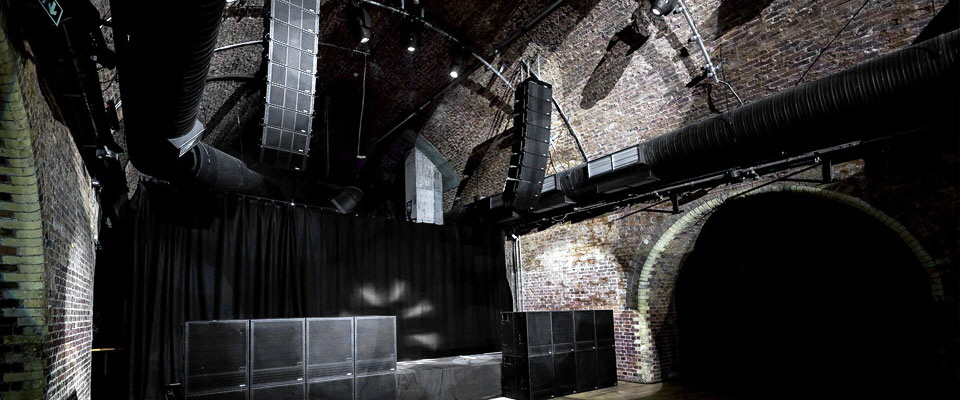 PARIZ Line Array - installed at London´s THE STEELYARD club.